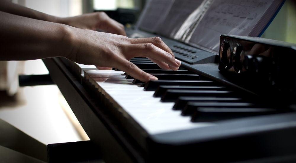 مقایسه-برند-های-Yamaha-Roland-Kawai-Casio-در-پیانو