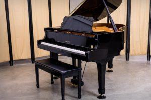 5 نکته-اساسی-در-رابطه-با-خرید-پیانو-آکوستیک