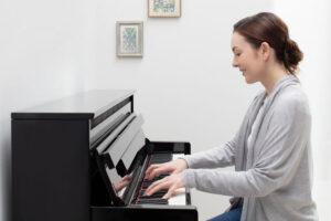 مقایسه-پیانوهای-برند-Yamaha-و-Kurzwei