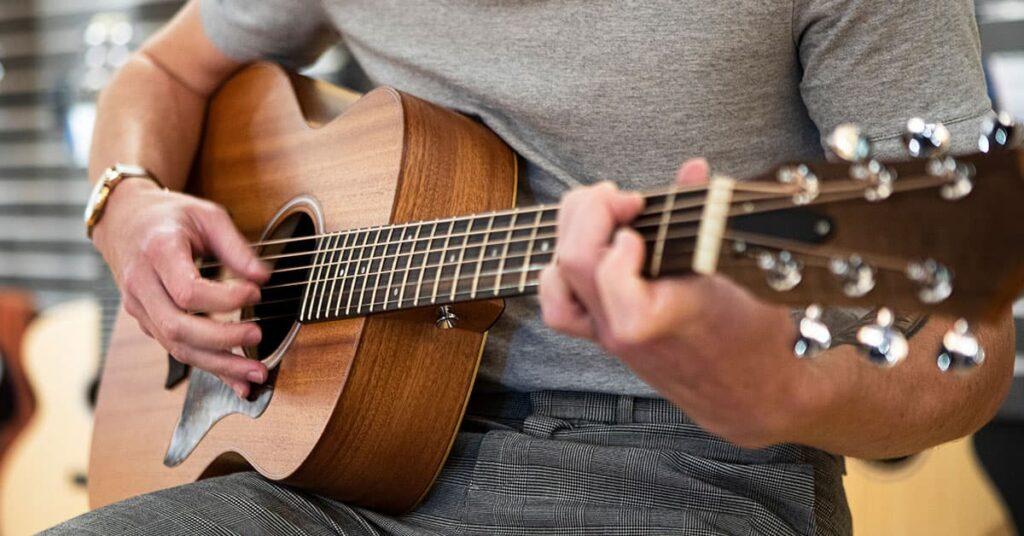 گیتار اکوستیک