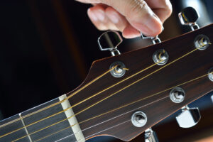 How-to-Tune-a-Guitar-کوک گیتار
