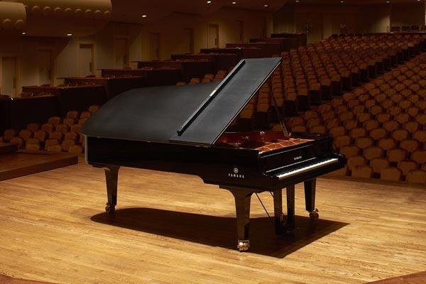 پیانو یاماها CFX