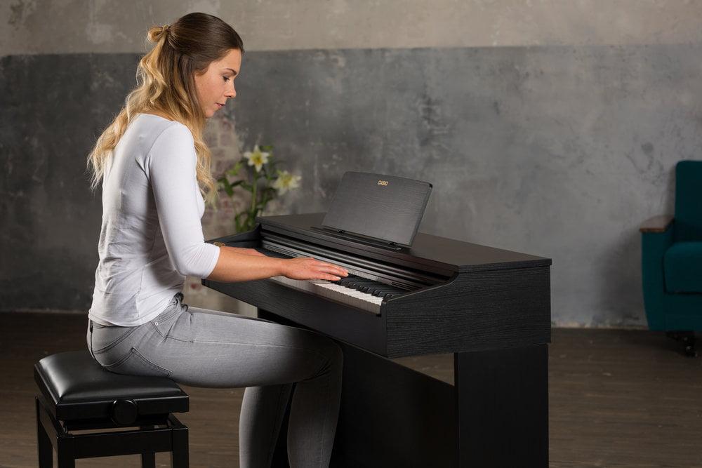 یک پیانو دیجیتال زیبا برای استفاده در منزل